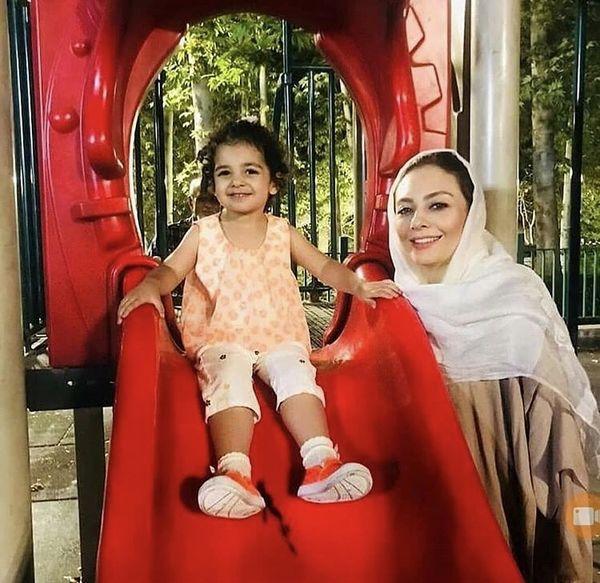 یکتا ناصر و دخترش در پارک + عکس