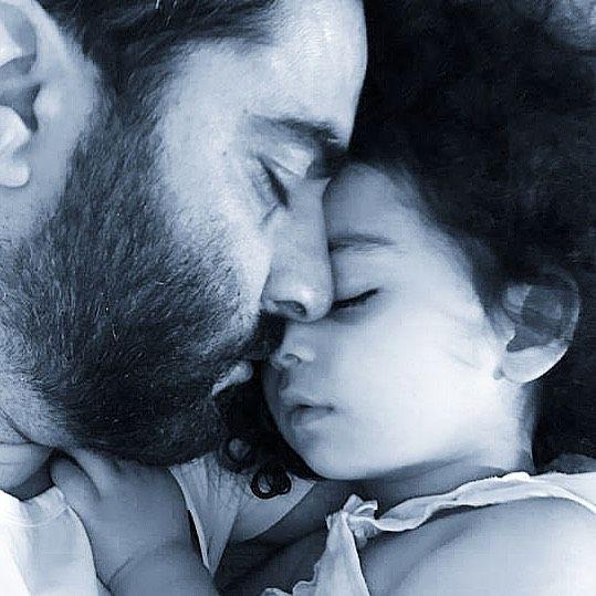 عکس پر از عشق و آرامش منوچهر هادی و دخترش