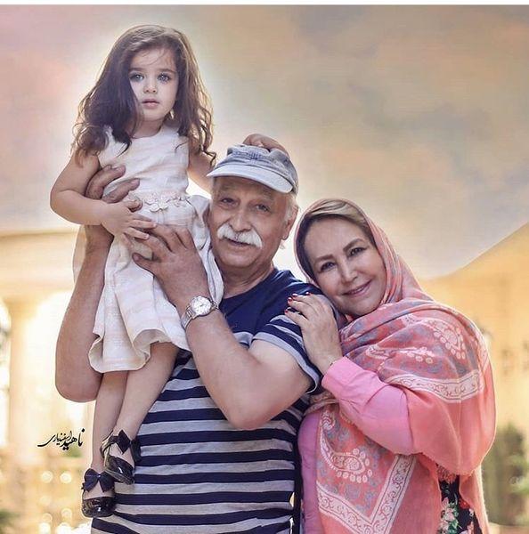 محمود پاک نیت در کنار همسر و نوه اش + عکس