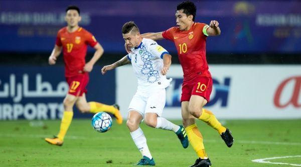 مدافع تیم ملی چین به خاطر بستن گردنبند ملت های آسیا را از دست داد