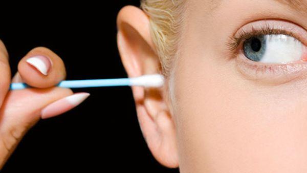 جرم گوش را تمیز کنیم یا نه؟