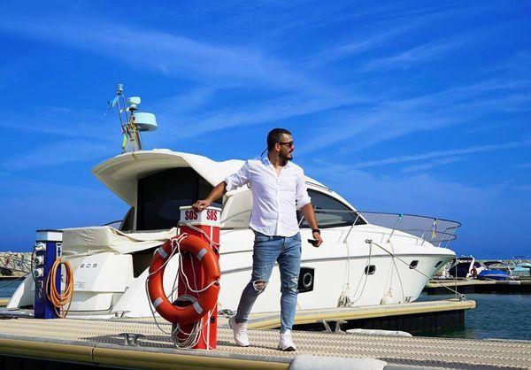 میلاد کی مرام در کنار قایق تفریحی لاکچری + عکس