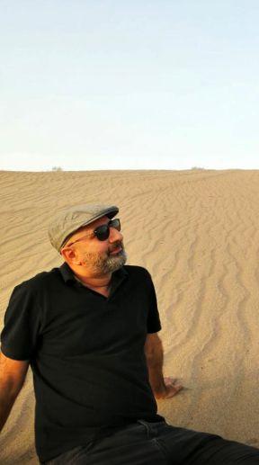 گردش تابستانی آقای مجری در کویر+عکس