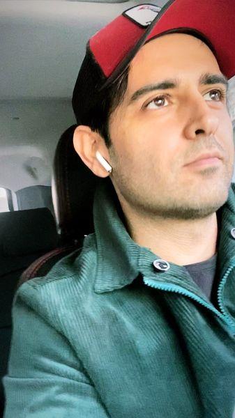 امیرحسین آرمان در ماشین شخصی اش + عکس
