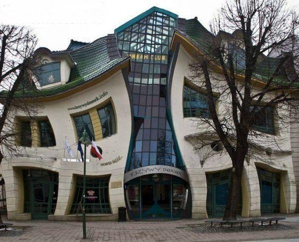 معماری جالب یک خانه کج و کوله