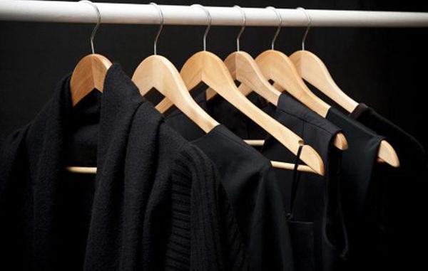 ترفندی فوق العاده برای بازگرداندن رنگ مشکی لباس ها