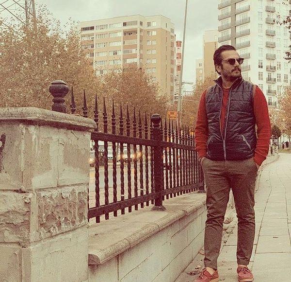 قدم زدن بازیگر مشهور در یکی از خیابان های تهران + عکس