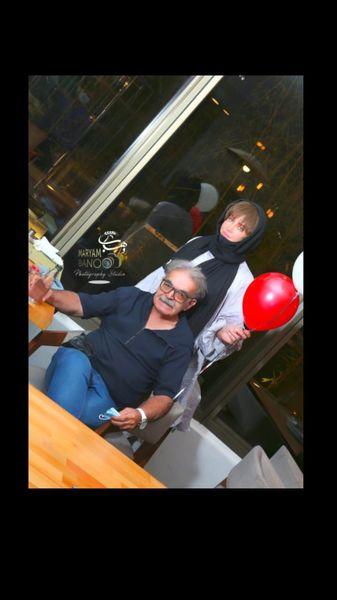 شراره رخام و بازیگر زیر آسمان شهر در یک رستوران + عکس