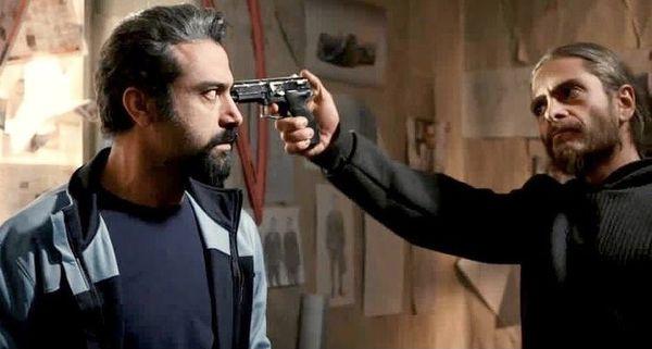 اسلحه کشیدن بازیگر معروف خانه امن + عکس