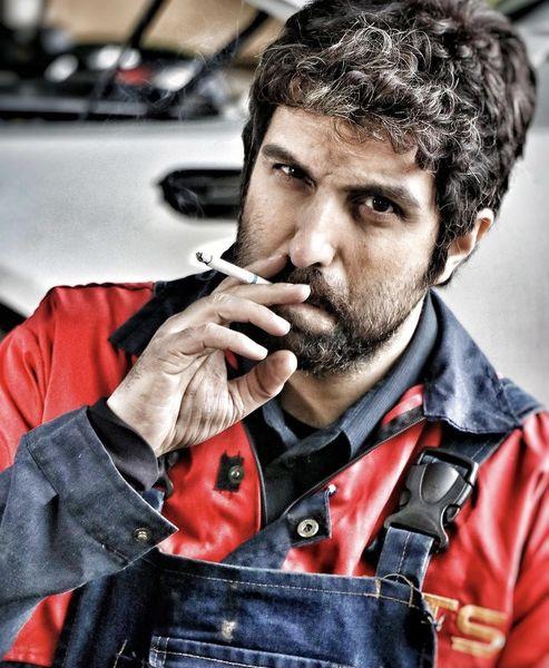 سیگار کشیدن پولاد کیمیایی + عکس
