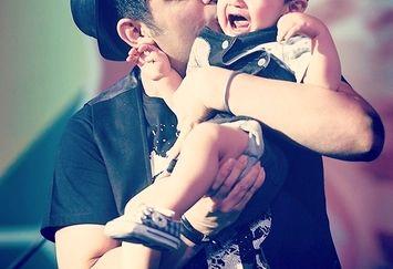چرا فرزند حمید عسکری در کنسرت پدرش گریه می کرد؟