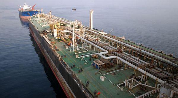 ذخیره سازی 8 تانکر نفتی در خلیج فارس