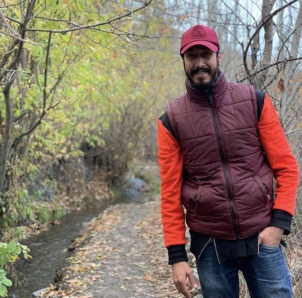 قدم زدن بهرام افشاری در هوای پاییزی + عکس