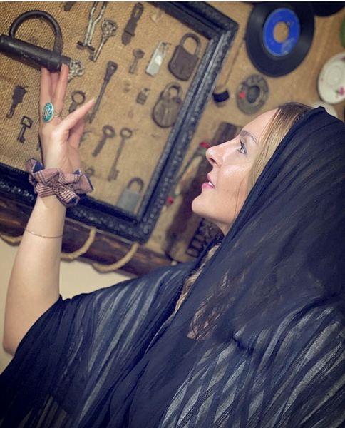آزیتا ترکاشوند در عتیقه فروشی + عکس