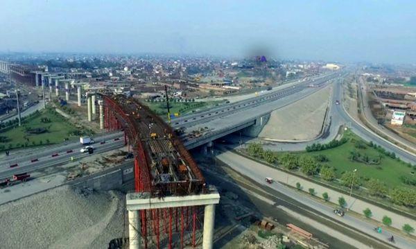 نخستین خط قطار شهری پاکستان در شهر لاهور آغاز به کار کرد +تصاویر