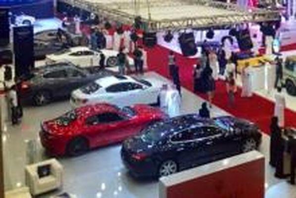 حضور زنان و دختران مدل در نمایشگاه خودرو!+ عکس