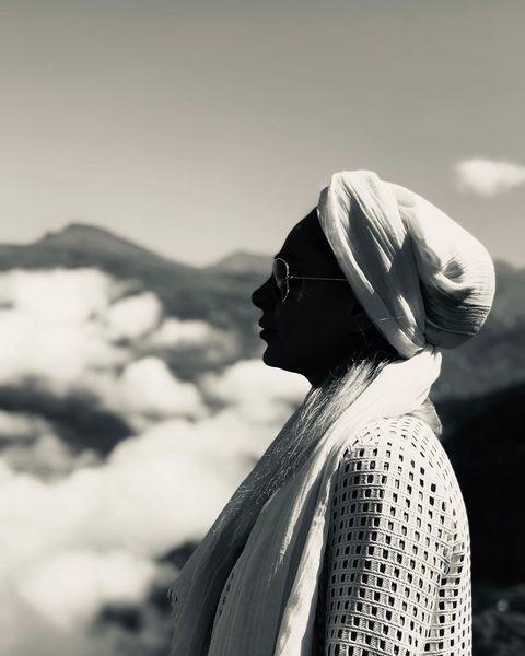 همسر بازیگر مشهور بر فراز آسمان + عکس