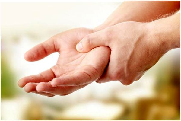 علتهای مختلف لرزش دست