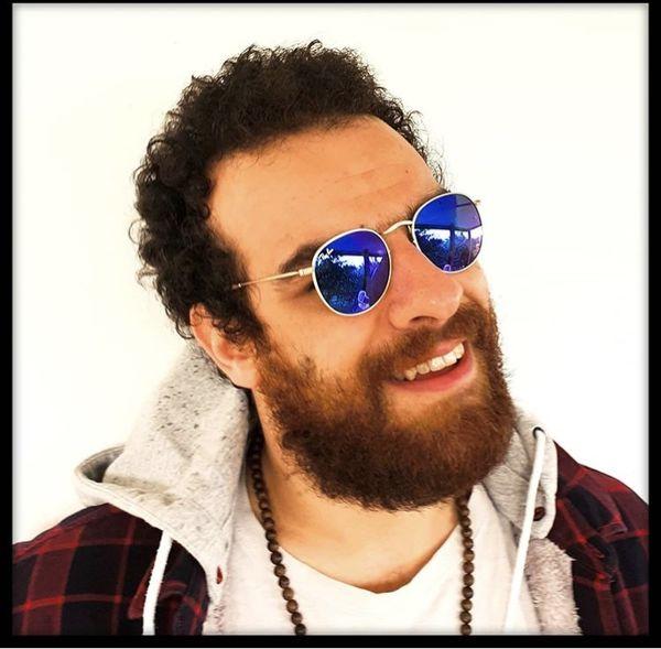 بازیگر بانمک هیولا با عینکی متفاوت + عکس