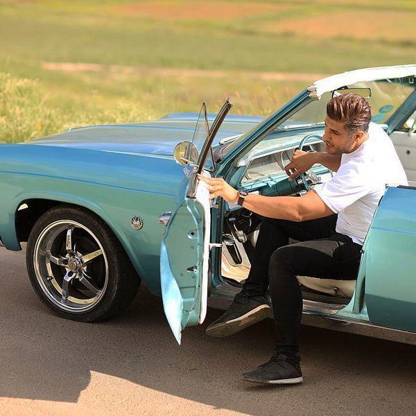 ماشین آمریکایی خواننده مشهور ایرانی + عکس