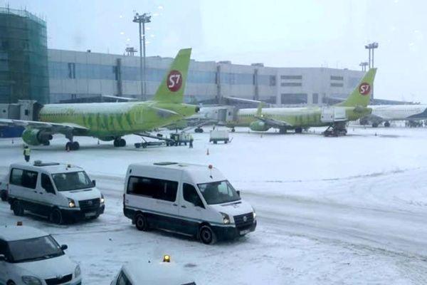 باد و مه فعالیت فرودگاه های مسکو را مختل کرد