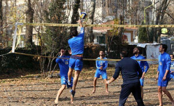 مسابقات والیبال ساحلی در تمرین استقلال + عکس