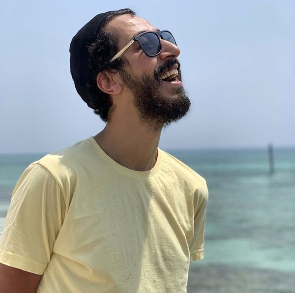 خنده های لب ساحلی بهرام افشاری + عکس