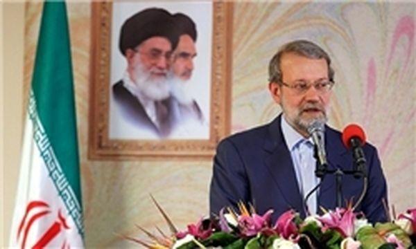 رئیس مجلس در اختتامیه نمایشگاه کتاب سخنرانی میکند