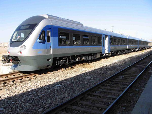 قطار ترکیبی تهران مهران برای اربعین تخفیف ۴۰ درصدی دارد