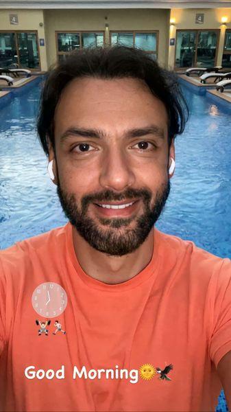 امیر علی دانایی در استخر + عکس