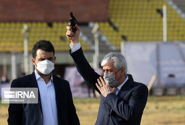 هفت تیر کشی وزیر ورزش + عکس