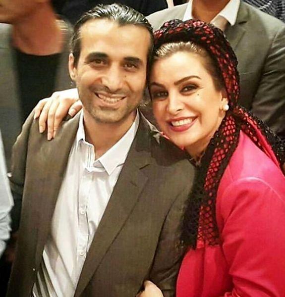 تیپ قرمز ماهچهره خلیلی در کنار همسرش+عکس