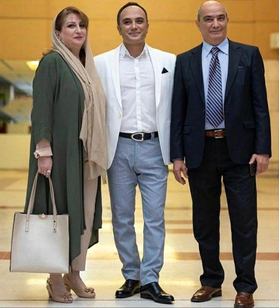 احسان کرمی در کنار پدر و مادر جوان و خوشتیپش+عکس