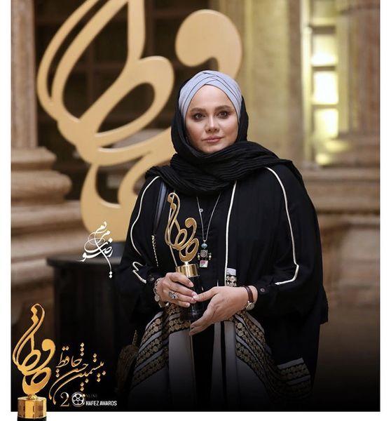 نرگس آبیار برنده تندیس حافظ بهترین فیلمنامه + عکس