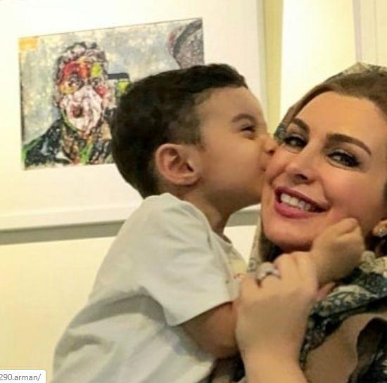 بوسه جانانه پسر ماهچهره خلیلی به مادرش
