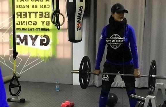 ورزش سنگین خانم بازیگر+عکس