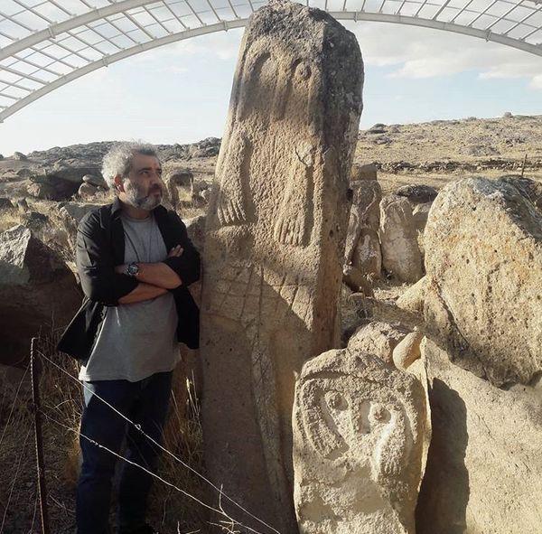 اتابک نادری در بنایی قدیمی و تاریخی + عکس