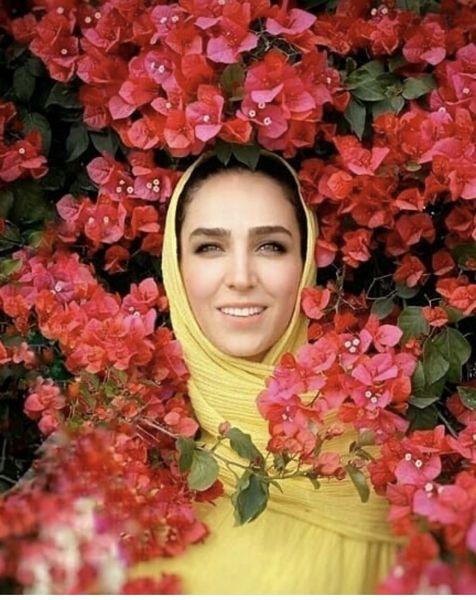 سوگل طهماسبی در میان گلها + عکس