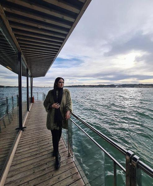 هانیه غلامی در کنار دریاچه + عکس