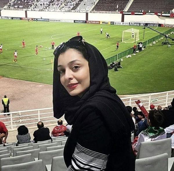 حضور ساره بیات در استادیوم فوتبال + عکس