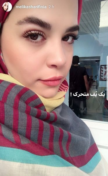 چهره خوابالوی ملیکا شریفی نیا در محل کار + عکس