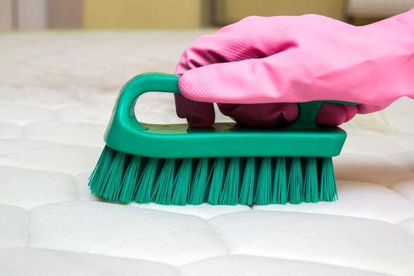3 روش طبیعی برای از بین بردن بوی نامطبوع تشکها