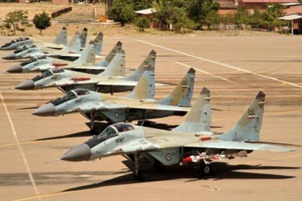 رژه جنگندههای ارتش بر فراز آسمان حرم مطهر