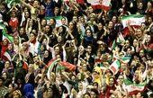 اعتراض 2 هوادار زن به گزینشی رفتار کردن در و رود زنان به استادیومها+عکس