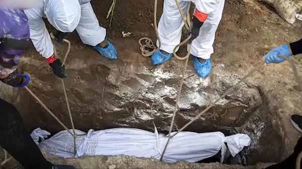 عکس های تکان دهنده از مرگ های کرونایی