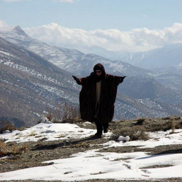 یک لنگه پا وایستادن افسانه بایگان بالای کوه + عکس