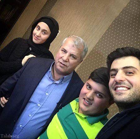 علی ضیا در کنار علی پروین و نوه هایش + عکس