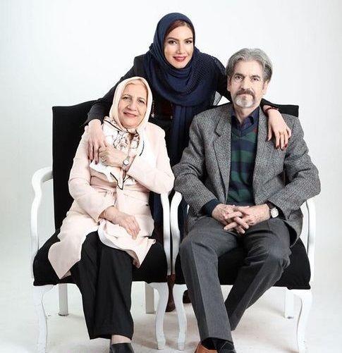 متین ستوده در کنار والدینش + عکس
