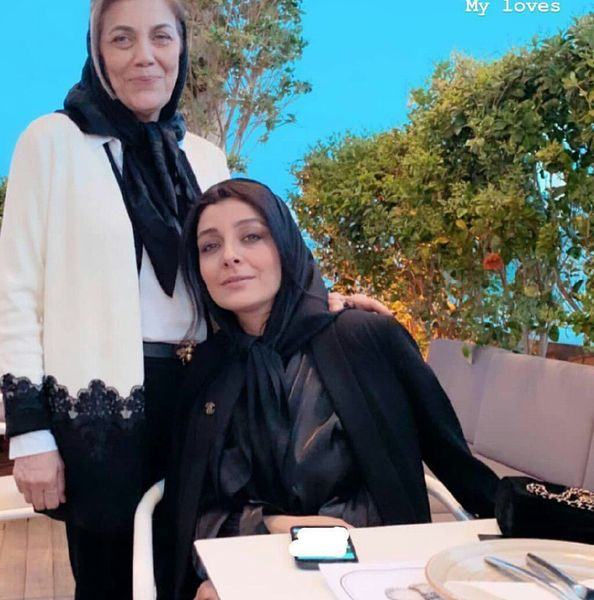 کافه گردی ساره بیات و مادرش+عکس