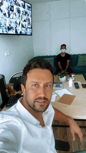شاهرخ استخری و دوستش در محل کارش + عکس